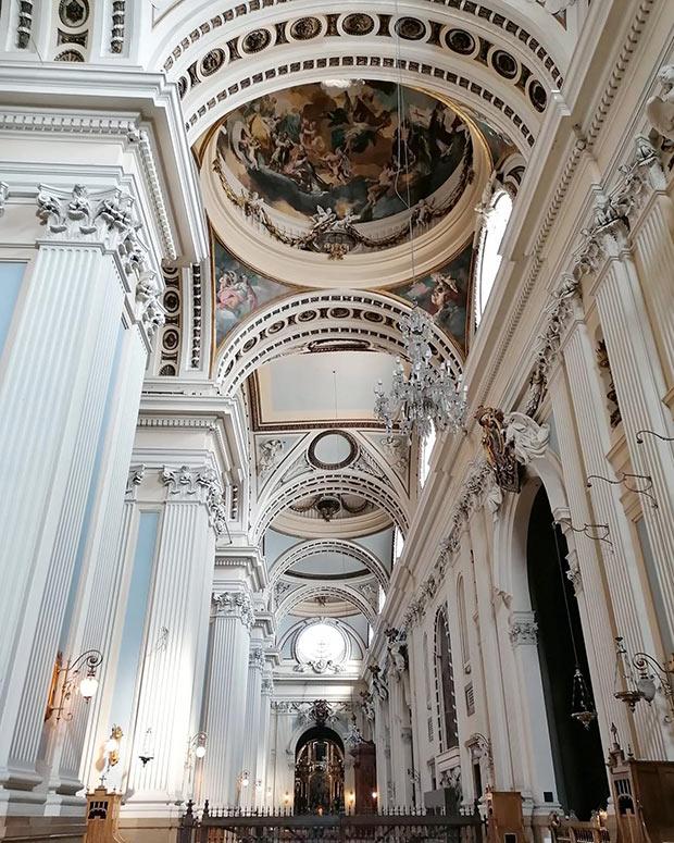interior de la basilica del pilar