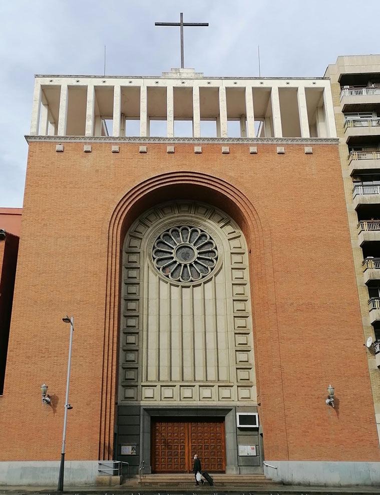 Vista exterior de la Iglesia Parroquial del Corazon de Maria