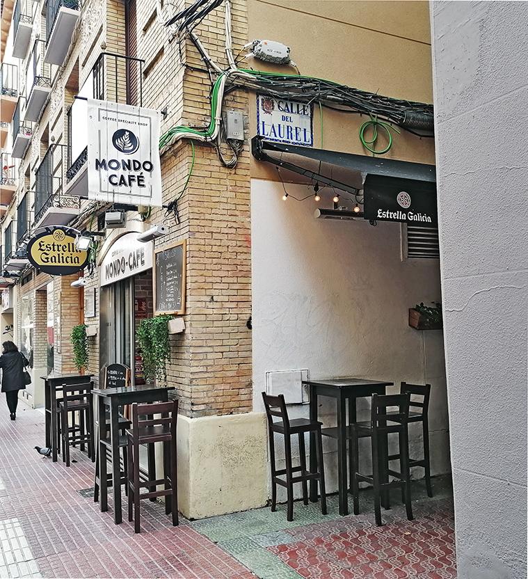 El Callejón del Laurel visto desde la calle Cádiz. Esta callejuela, junto con la de San Jerónimo, es todo lo que queda de la antigua Morería