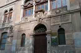 Antiguo edificio de la Escuela de Artes y Oficios de Zaragoza desde la Plaza de los Sitios
