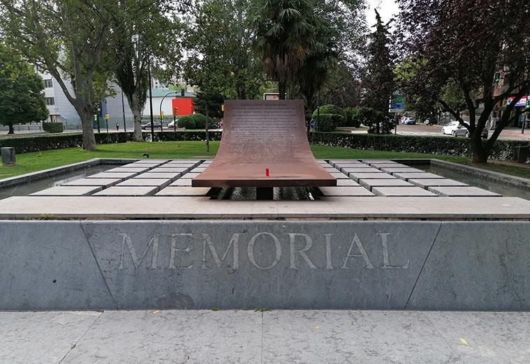 Monumento a las víctimas del Yakolev-42