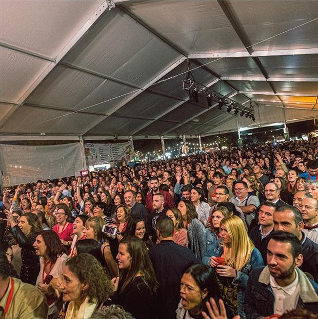 concierto en la Noche de Pilares Festival la Food Trucks de Zaragoza