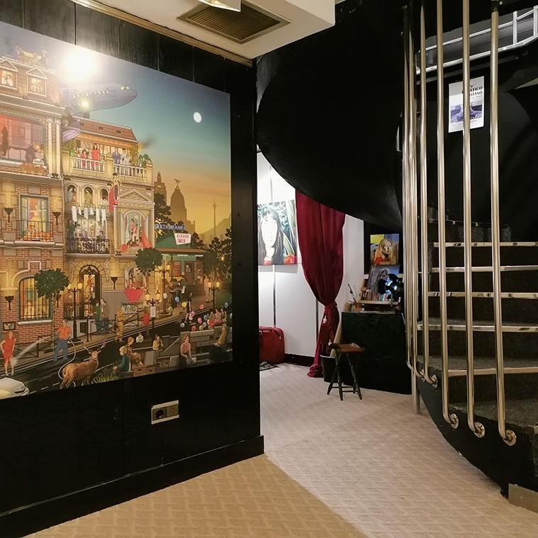 en el sotano de brigadoon se encuentra la sala de exposiciones