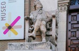 Escultura de Andrés Piquer en el Paraninfo