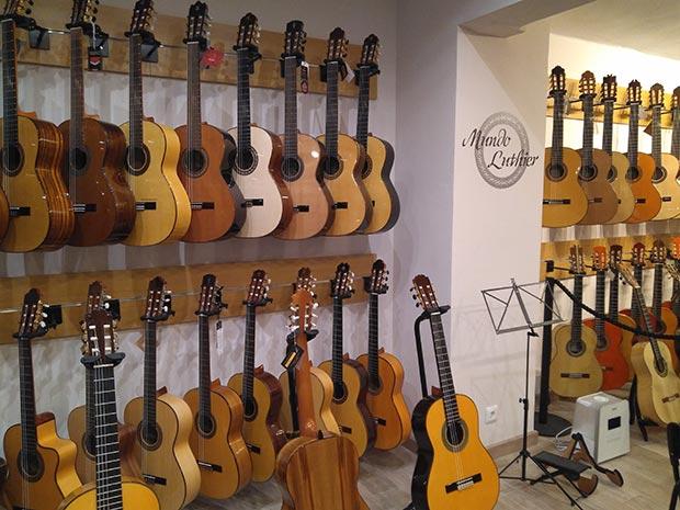 mundo luthier tienda de musica en las fuentes