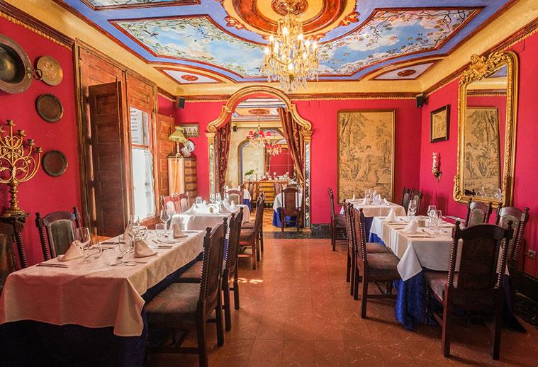 salones del palacete Torre Luna de zaragoza