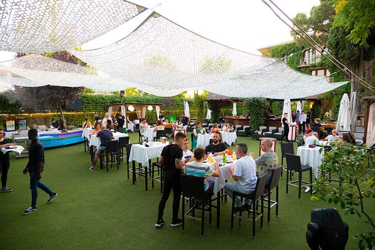 terraza del bar y restaurante torreluna