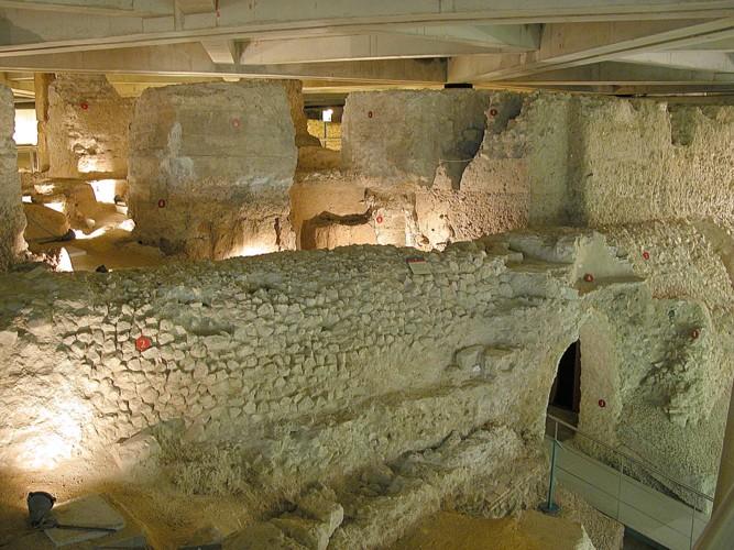 Cloaca Romana del Foro de Caesaraugusta