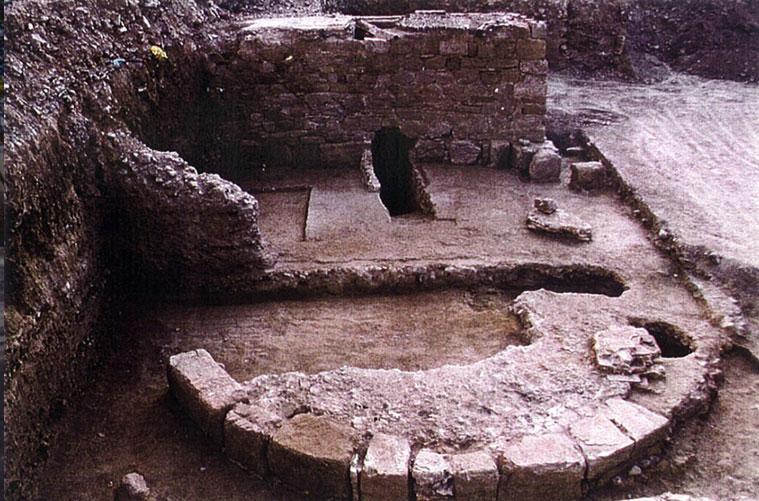 Restos de un torrón en los sótanos del inmueble número 152 del Paseo Echegaray y Caballero