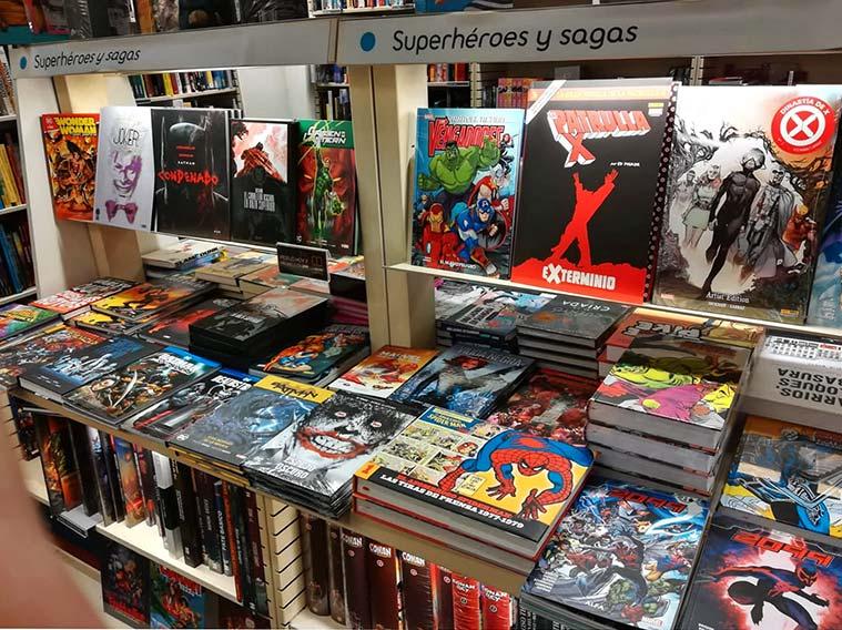 Sección de cómics en FNAC Plaza España