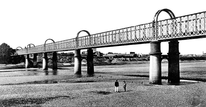 Puente de La Almozara tras el recrecimiento de los pilares