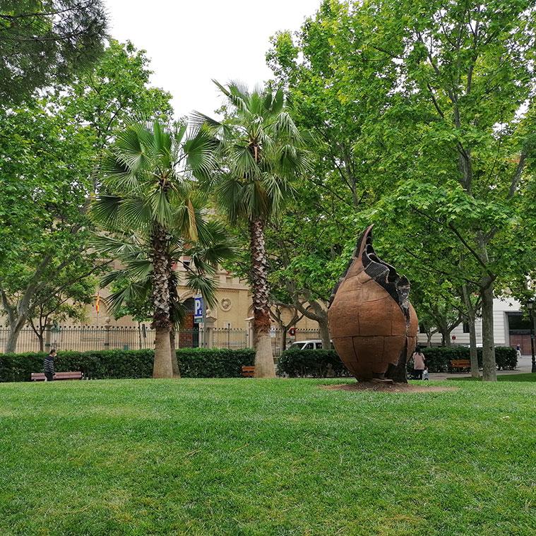 Zonas verdes reformadas y actualizadas en la Plaza de los Sitios