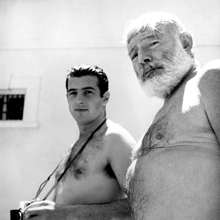 """Antonio Ordonez and Ernest Hemingway en la Finca """"La Consula"""" (Málaga) en 1959"""