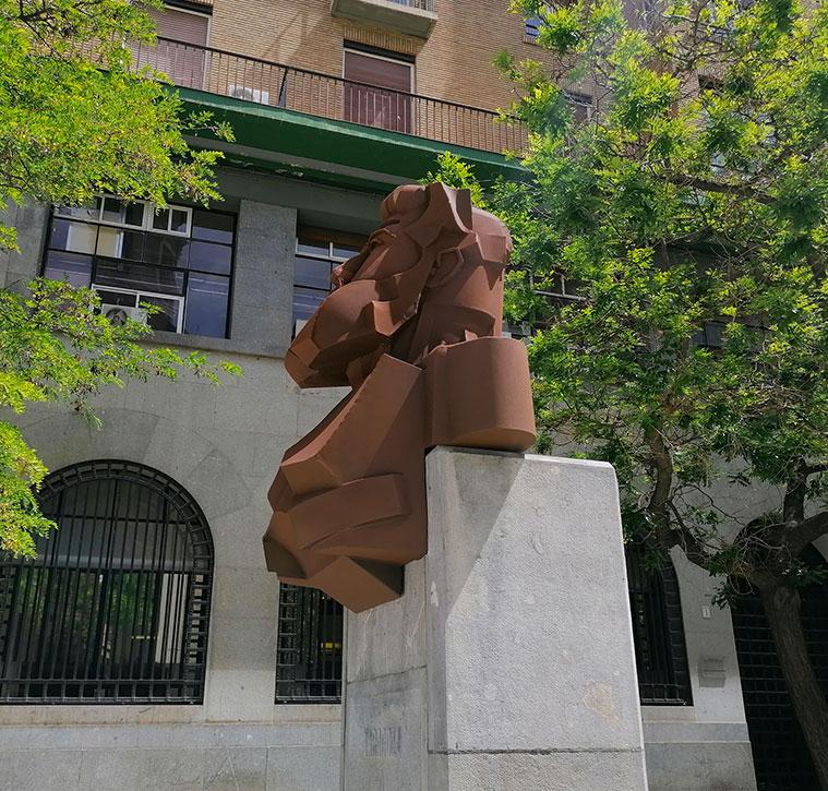 Monumento a Joaquín Costa Plaza Santa Engracia