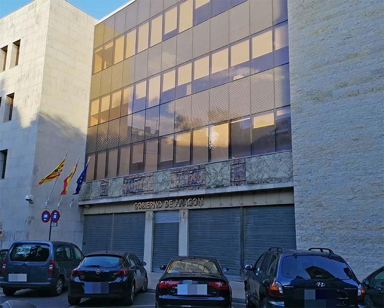 Mural en la fachada del Gobierno de Aragón de Ángel Orensanz