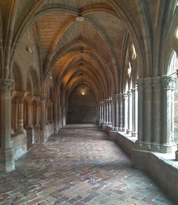 pasillo del claustro del monasterio de veruela