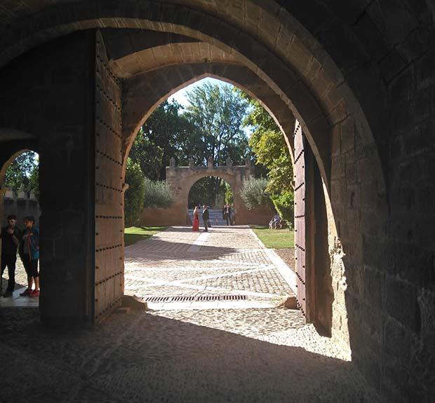 puerta historica del monasterio de veruela