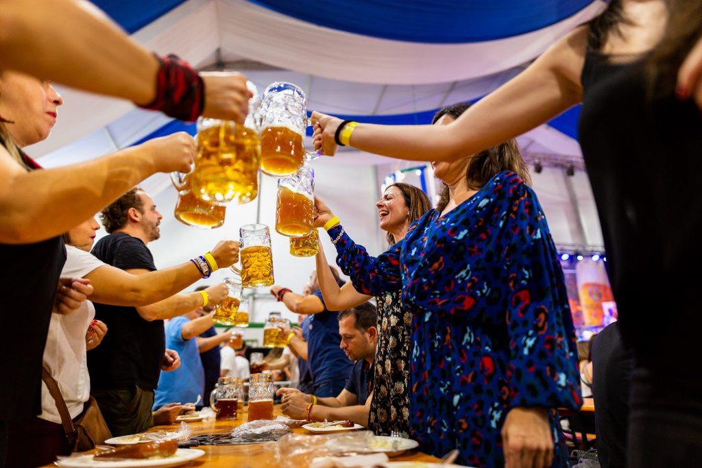 Oktoberfest Valdespartera jarras de cerveza