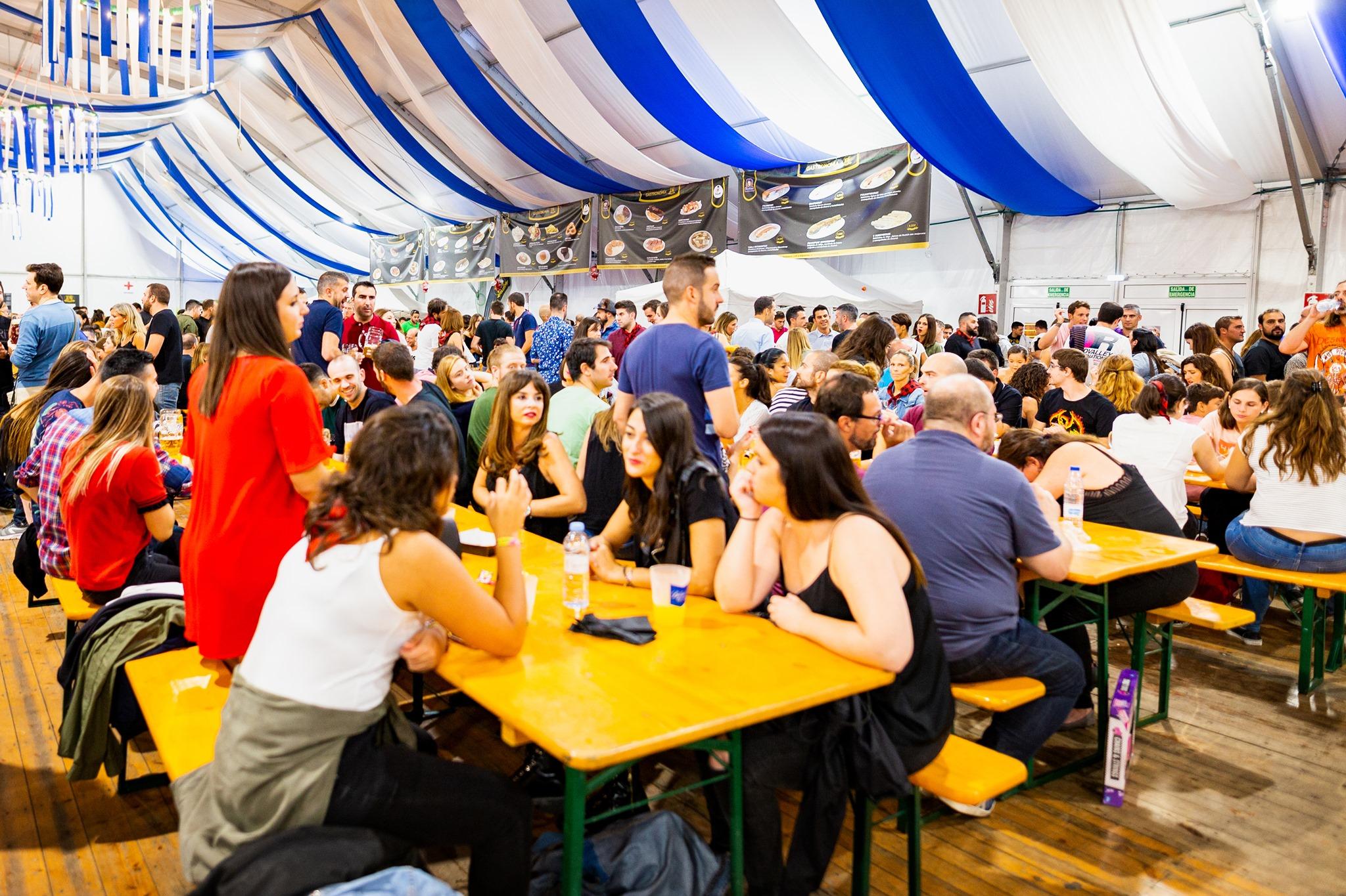 interior carpa valdespartera oktoberfest fiesta de la cerveza zaragoza