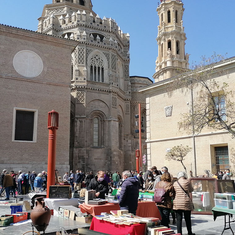 Mercadillo de antigüedades de Plaza San Bruno