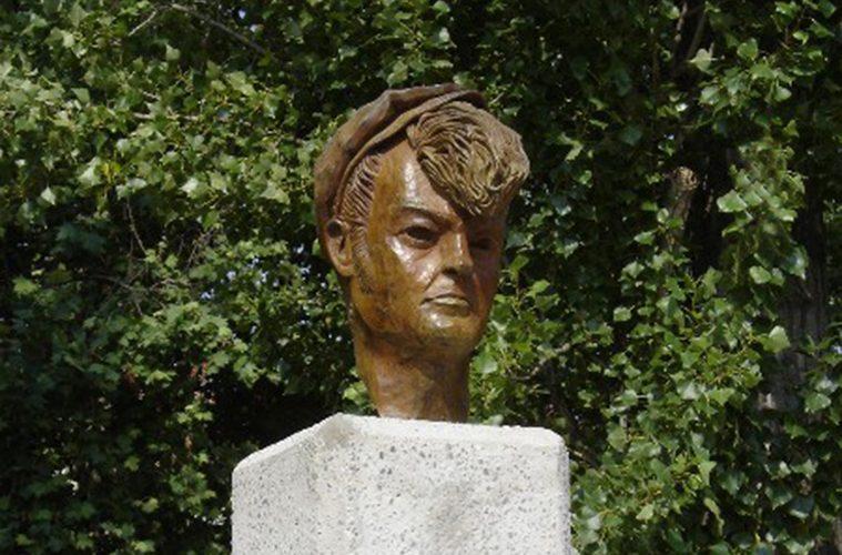 Busto de Mauricio Aznar barrio de Casablanca