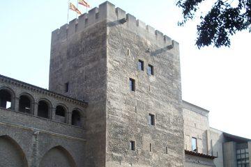 Vista exterior de la Torre del Trovador del Palacio de la Aljafería