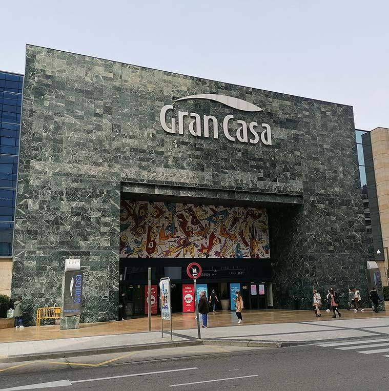 Entrada principal del Centro Comercial GranCasa