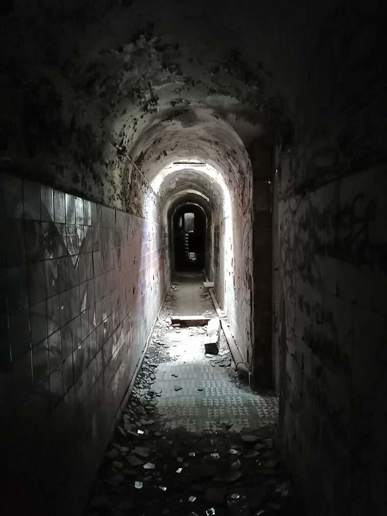 Algunas de las estancias del antiguo Sanatorio de Agramonte recuerdan al hotel de la película de 'El Resplandor'