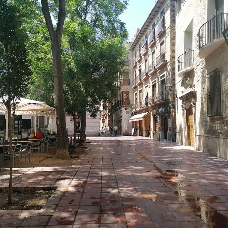 Arquitectura remnacentista historicista y modernista en la Plaza Santa Cruz de Zaragoza