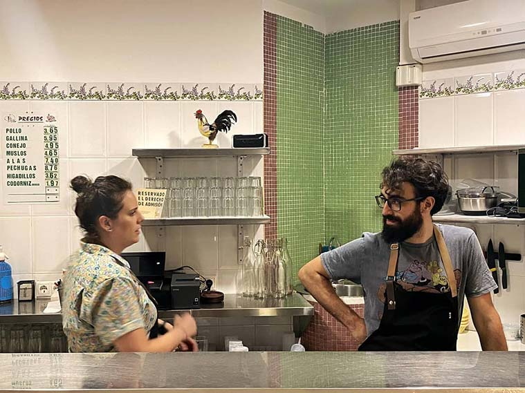 Celia y Alberto, propietarios del Bar Polleria San Pablo