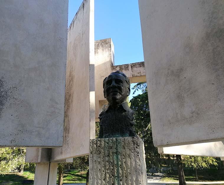 Busto de Paco Martínez Soria en el Parque Jose Antonio Labordeta de Zaragoza