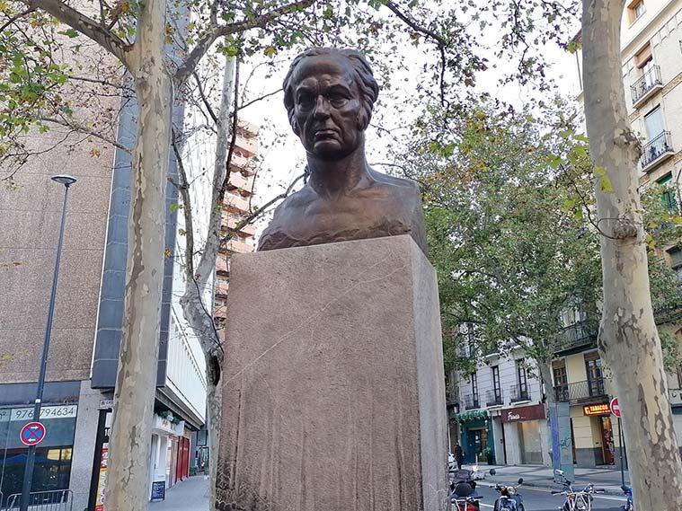 Busto de Goya en Plaza del Carmen de Zaragoza