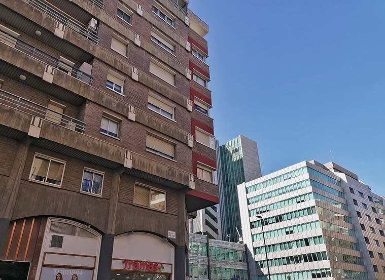 Vista de la sede central de Ibercaja desde la calle San Ignacio de Loyola