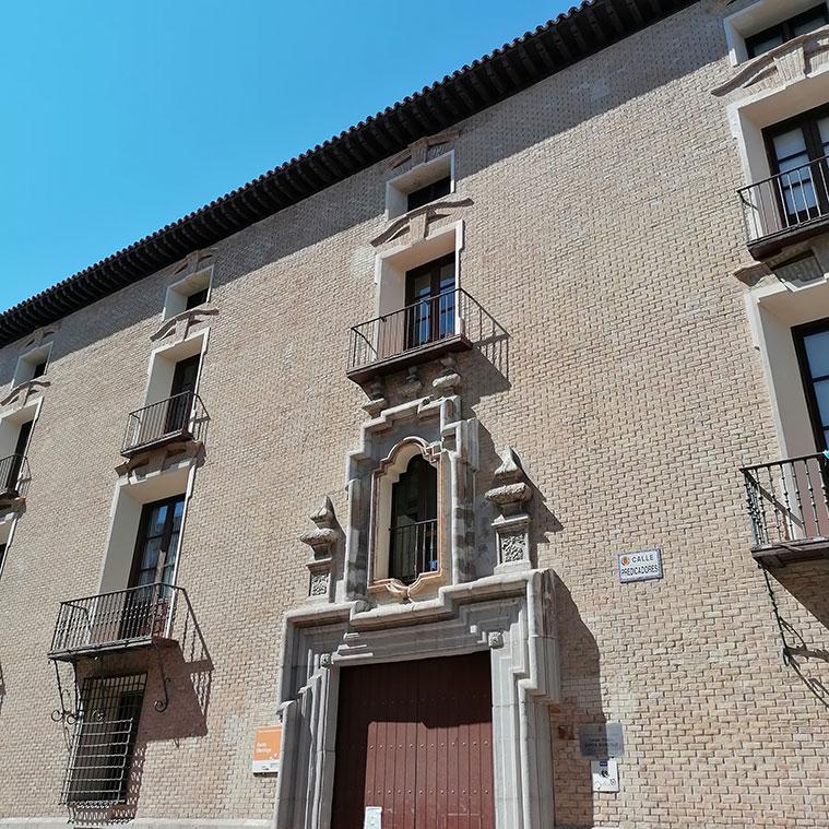 Colegio Público Santo Domingo (Antiguo Palacio de los Duques de Villahermosa) en la Calle Predicadores