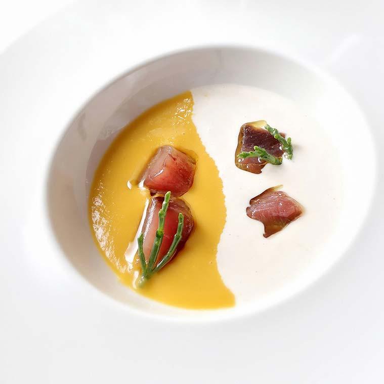 Crema de porrusalda y ajoblanco con bonito y atún marinado