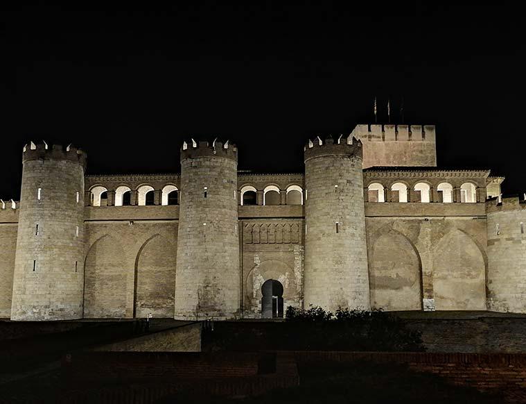 El Castillo de la Aljafería de noche