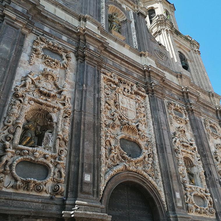 El escudo de Aragón se pueden encontrar por diferentes sitios de la Iglesia de Santa Isabel de Portugal