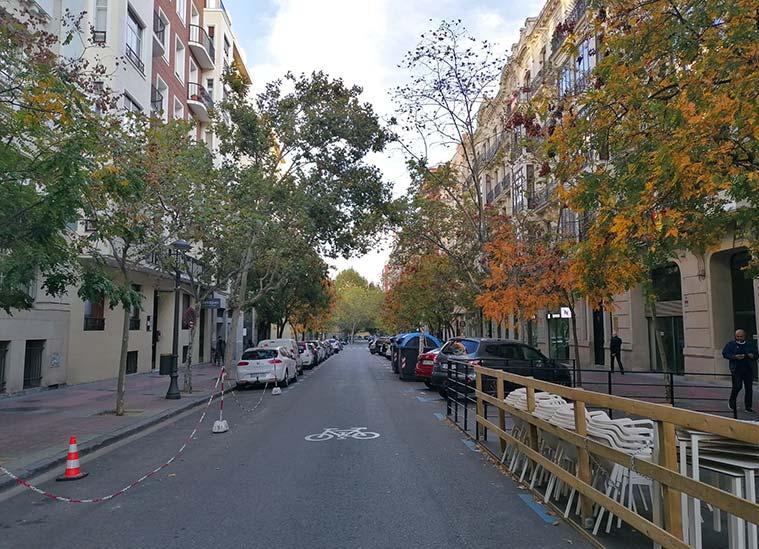 El final de la Calle Joaquín Costa, a pocos metros de la Plaza de los Sitios