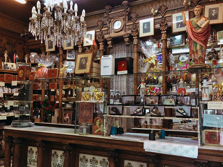 El interior de la pasteleria Fantoba es obra de Ricardo Magdalena