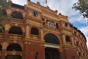 Entrada principal de la Plaza de Toros de La Misericordia de Zaragoza