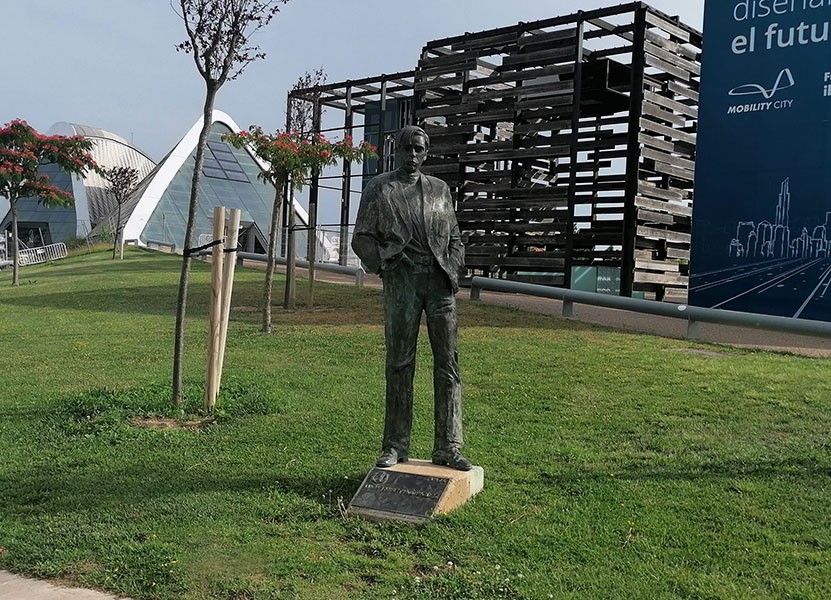 Escultura de Lucas Miret Rodríguez en Zaragoza