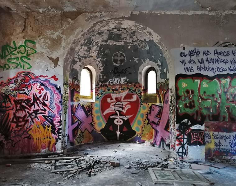 Estado ruinoso de la antigua capilla del hospital