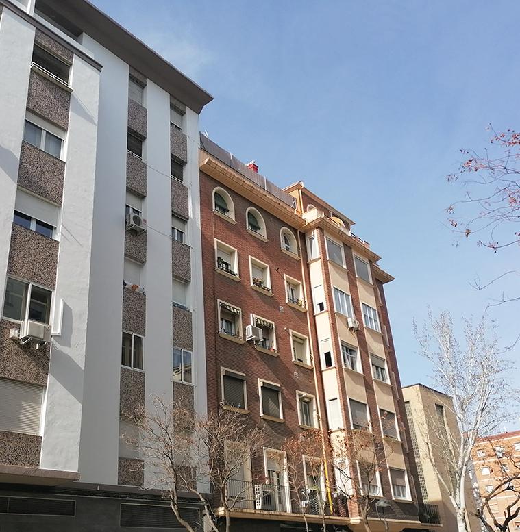 Grandes edificios de viviendas en la Calle San Vicente Mártir