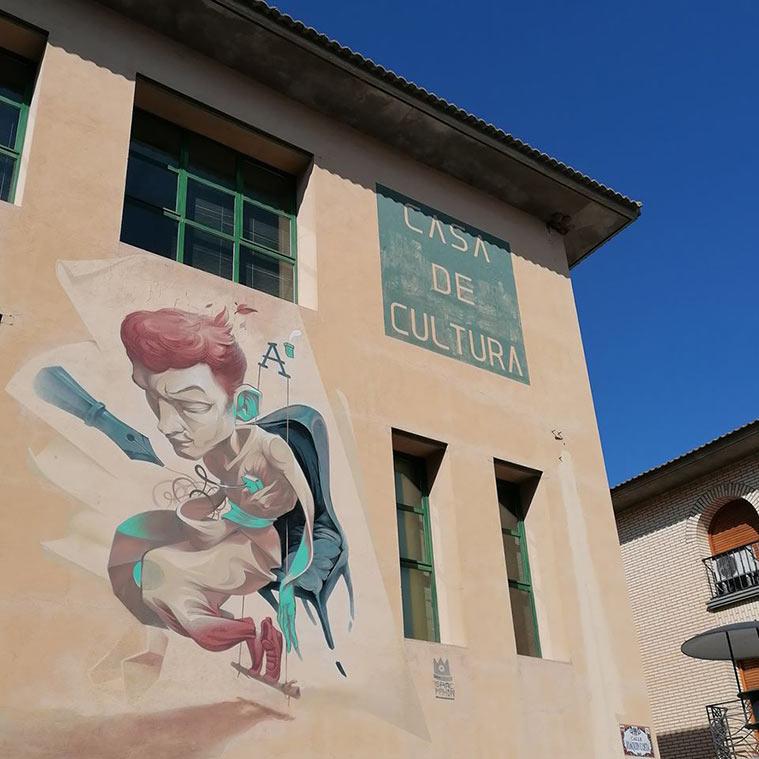 Obra de Isaac Mahow en una de las fachadas de la Casa de Cultura