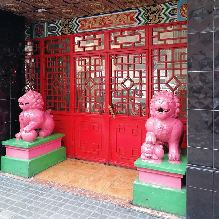 Homenaje a las tiendas chinas de barrio de Zaragoza