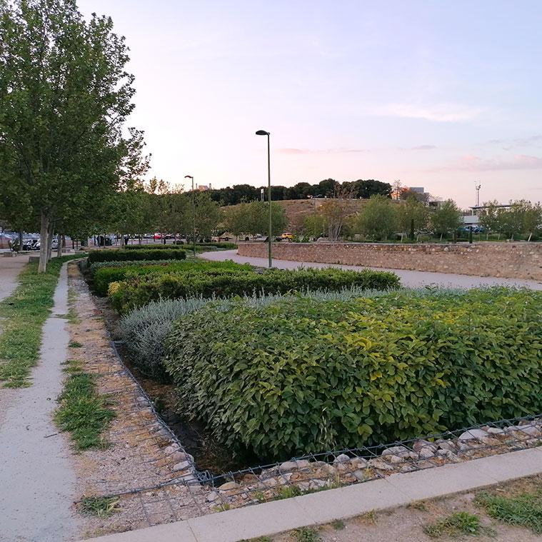 Jardines en el antiguo cauce del Canal Imperial