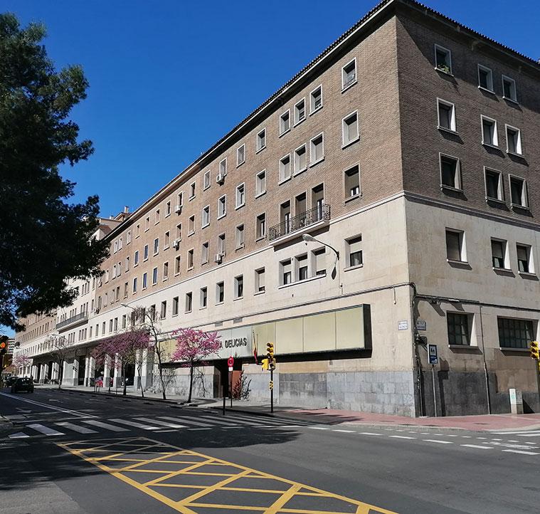 La Comisaría de Delicias está ubicada en el edificio del antiguo Parque Móvil de Ministerios