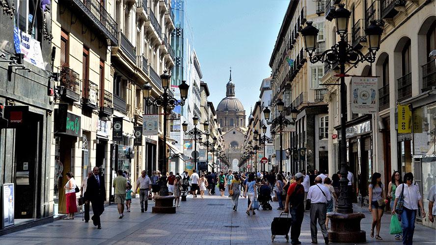 La calle calle Alfonso I de Zaragoza con el Pilar al fondo