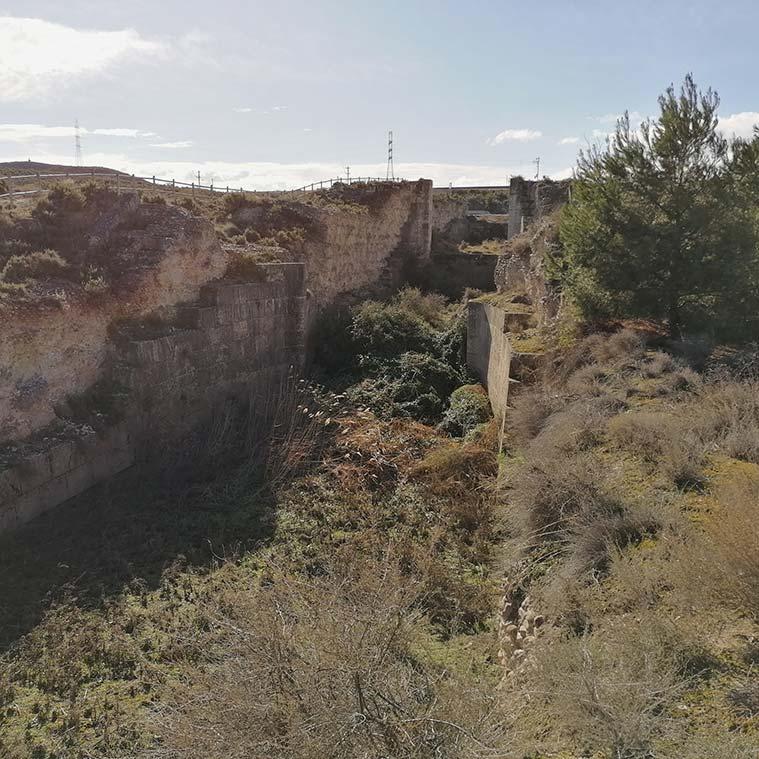 Las Esclusas fueron diseñadas para permitir salvar un salto de 9,75 metros de la zona