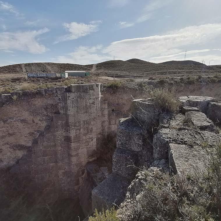 Ruinas de las antiguas esclusas de Torrecilla de Valmadrid